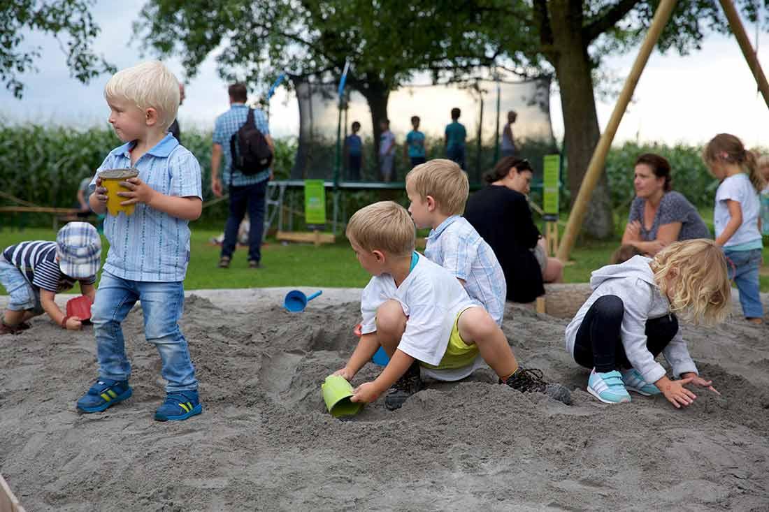 Spielplatz und Gastronomie auf dem Maislabyrinth als Belohnung