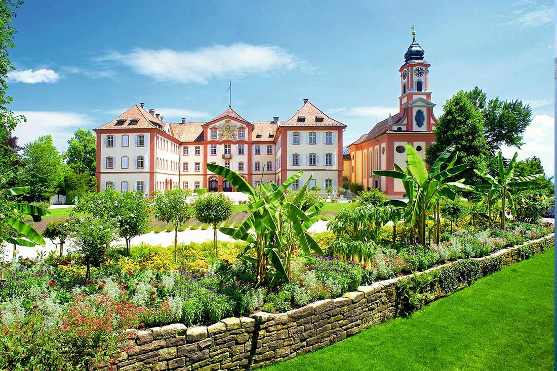 Schloss Mainau mit Kirche