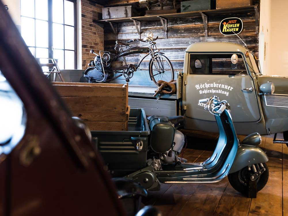 Roller, Autos und Traktoren für Nostalgiker